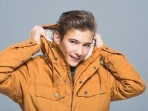 Adolescente en ropa del invierno Imagen de archivo libre de regalías