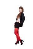 Adolescente en ropa negra y roja Fotos de archivo