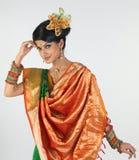 Adolescente en sari Foto de archivo libre de regalías