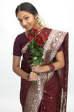 Adolescente en seda-sari Imagenes de archivo