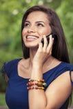 Adolescente en smartphone Foto de archivo libre de regalías