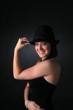 Adolescente en sombrero y alineada retros del estilo del gángster Fotografía de archivo