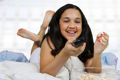 Adolescente en su cama Fotografía de archivo