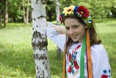 Adolescente en traje ucraniano tradicional Imagen de archivo libre de regalías