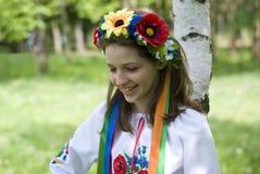 Adolescente en traje ucraniano tradicional Fotos de archivo libres de regalías