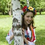Adolescente en traje ucraniano tradicional Imagen de archivo