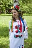 Adolescente en traje ucraniano tradicional Imagenes de archivo