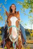 Adolescente en un caballo Imágenes de archivo libres de regalías