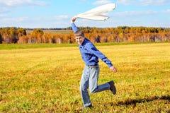 Adolescente en un campo Fotografía de archivo libre de regalías
