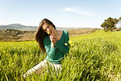 Adolescente en un campo Fotos de archivo