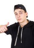 Adolescente en un casquillo Foto de archivo