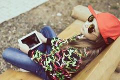 Adolescente en un día de verano en naturaleza Imagen de archivo