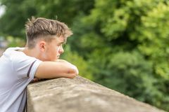 Adolescente en un día del ` s del verano Fotos de archivo libres de regalías