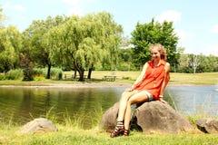 Adolescente en un parque Fotos de archivo