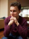 Adolescente en un restaurante Foto de archivo libre de regalías
