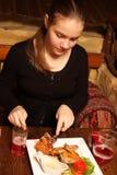 Adolescente en un restaurante georgiano Imagen de archivo
