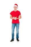 Adolescente en un sombrero de la Navidad y una camisa roja Fotos de archivo libres de regalías