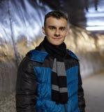Adolescente en un túnel de la mina de sal Fotografía de archivo libre de regalías