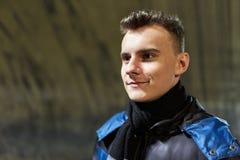 Adolescente en un túnel de la mina de sal Fotos de archivo libres de regalías