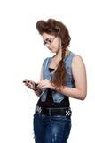 Adolescente en un vestido azul del dril de algodón Fotos de archivo libres de regalías