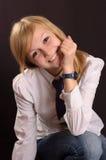 Adolescente en una camisa blanca Imagenes de archivo
