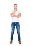 Adolescente en una camisa blanca y vaqueros en blanco Foto de archivo