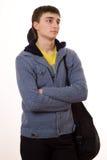 Adolescente en una chaqueta azul que se coloca con una guitarra Foto de archivo
