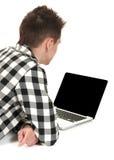 Adolescente en una computadora portátil Fotografía de archivo libre de regalías