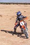 Adolescente en una moto Imagen de archivo