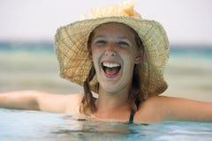 Adolescente en una piscina Foto de archivo libre de regalías