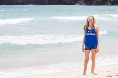 Adolescente en vacaciones tropicales de la playa Fotos de archivo