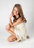 Adolescente en vestido de la aleta Fotografía de archivo libre de regalías