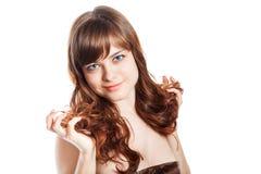 Adolescente en vestido marrón Aislado sobre el fondo blanco Fotografía de archivo libre de regalías