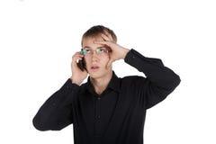 Adolescente en vidrios que habla en el teléfono Fotos de archivo