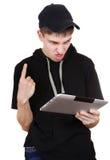 Adolescente enfadado con la tableta Fotografía de archivo