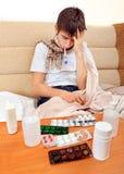 Adolescente enfermo con el termómetro Fotografía de archivo libre de regalías