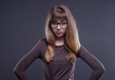 Adolescente escéptico en vidrios Imagen de archivo libre de regalías