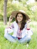 Adolescente eslavo en el prado verde Imágenes de archivo libres de regalías