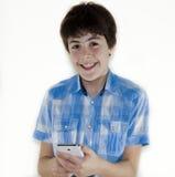 Adolescente está mirando a la libreta de Digitaces Fotos de archivo libres de regalías
