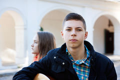 Adolescente et garçon de conflit Image libre de droits