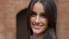 Adolescente fêmea de sorriso feliz foto de stock