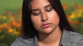 Adolescente fêmea latino-americano triste filme