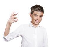 Adolescente felice che mostra segno giusto Fotografia Stock