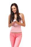 Adolescente felice con il telefono isolato su bianco Fotografia Stock Libera da Diritti