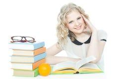 Adolescente felice e sorridente sopra bianco Fotografia Stock