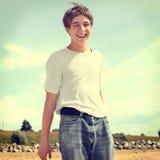 Adolescente feliz al aire libre Imagen de archivo libre de regalías