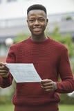 Adolescente feliz com bons resultados do exame fotografia de stock royalty free