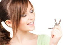 Adolescente feliz con claves Imágenes de archivo libres de regalías