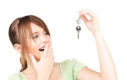 Adolescente feliz con claves Imagen de archivo libre de regalías