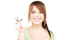 Adolescente feliz con claves Imagen de archivo